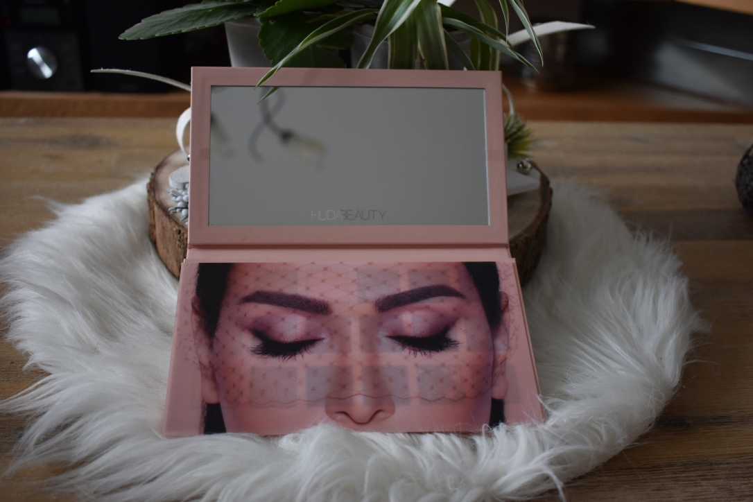 critique-palette-nude-huda-beauty-packaging3
